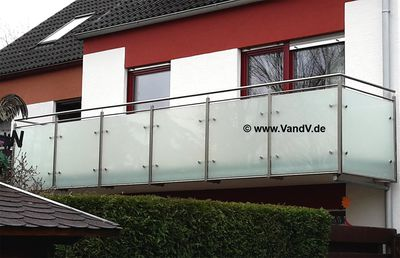 http://www.vandv.de/cpg148/albums/userpics/10001/normal_Edelstahlbalkongelaender_56.jpg