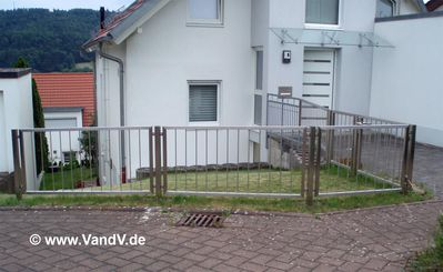 http://www.vandv.de/cpg148/albums/userpics/10001/normal_Edelstahlzaun_94.jpg